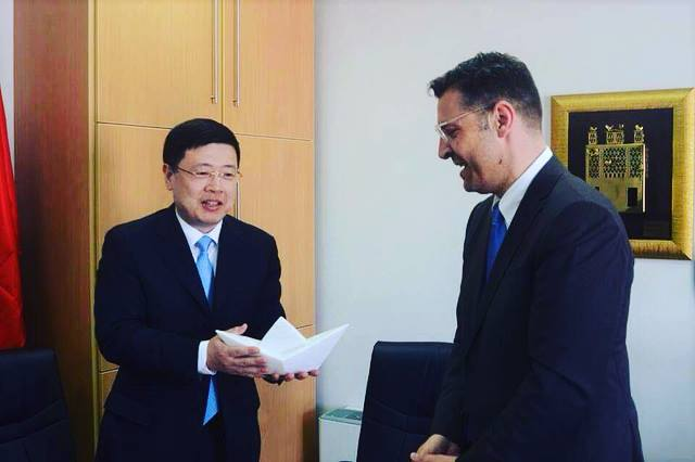 Η επίσκεψη του Κινέζου Πρέσβη στον Πύργο Τήνου